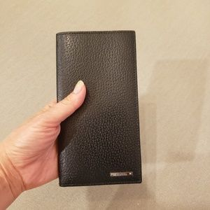 NWOT Gucci Leather Checkbook Wallet